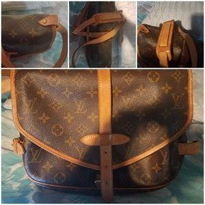 Louis Vuitton Samura 30 Handbag